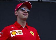 Vettel bussa alla porta di Grosjean