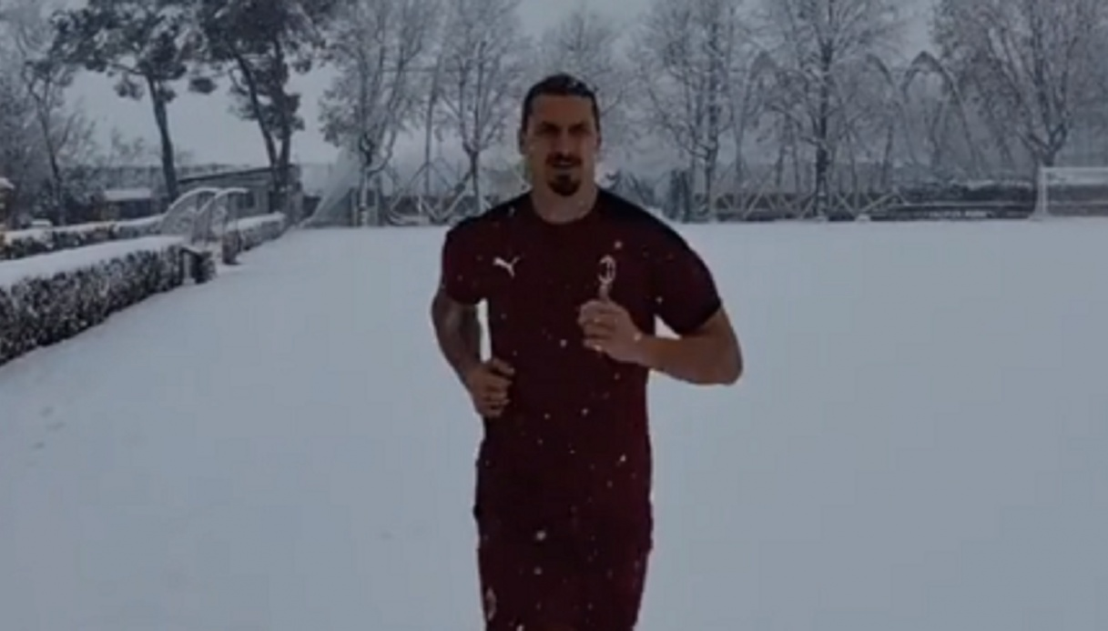 Milan, Ibrahimovic infortunato si allena sotto la neve