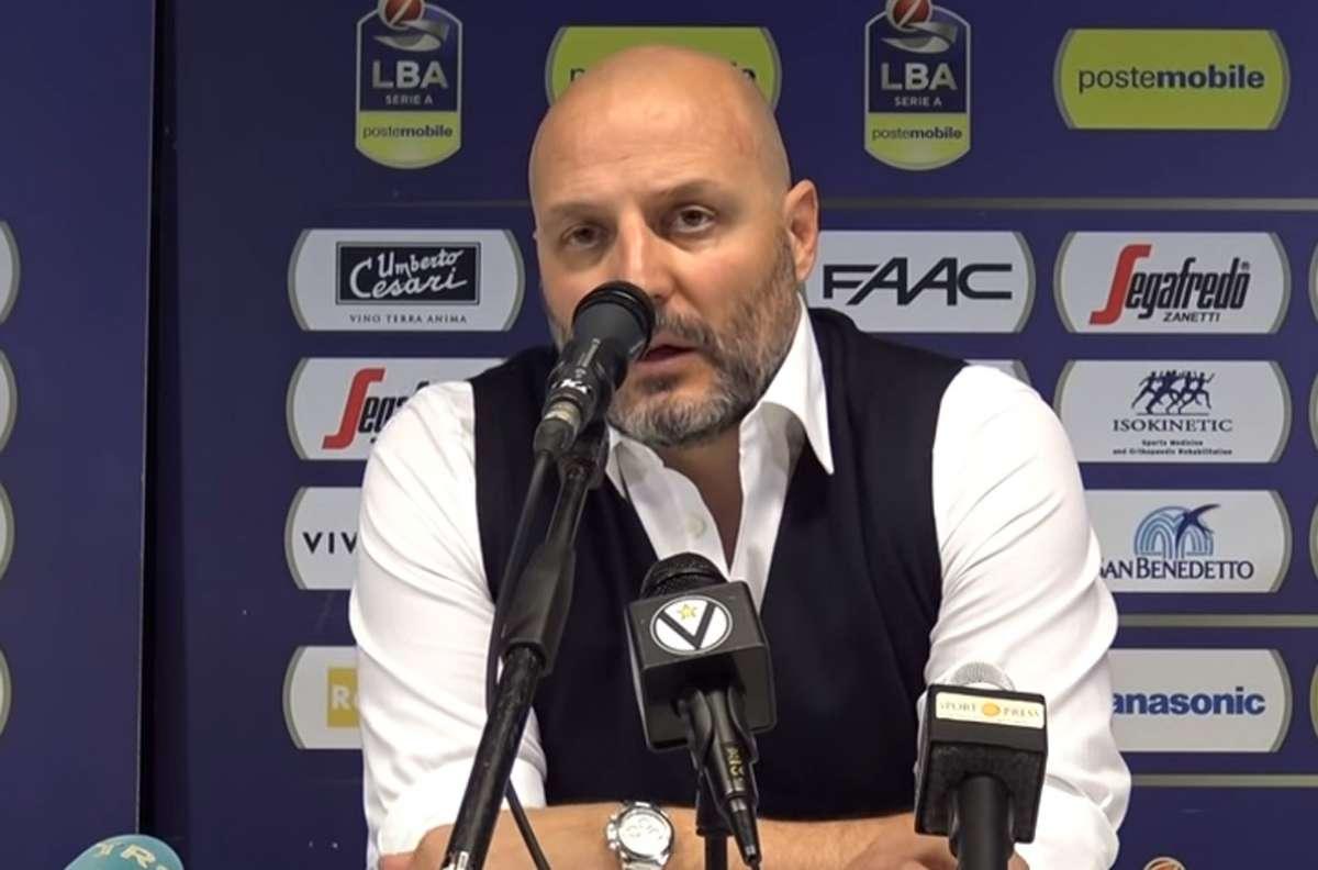 Basket: Bologna, via due allenatori in poche ore