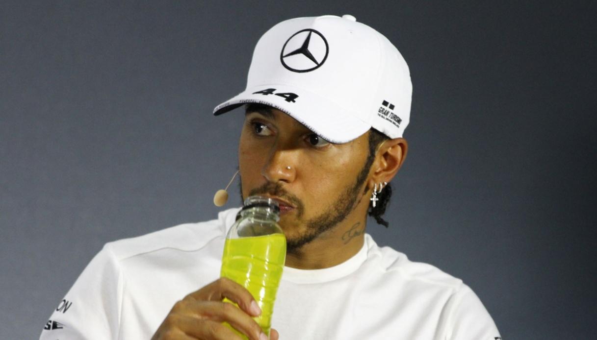 Lewis Hamilton firma e si scatena