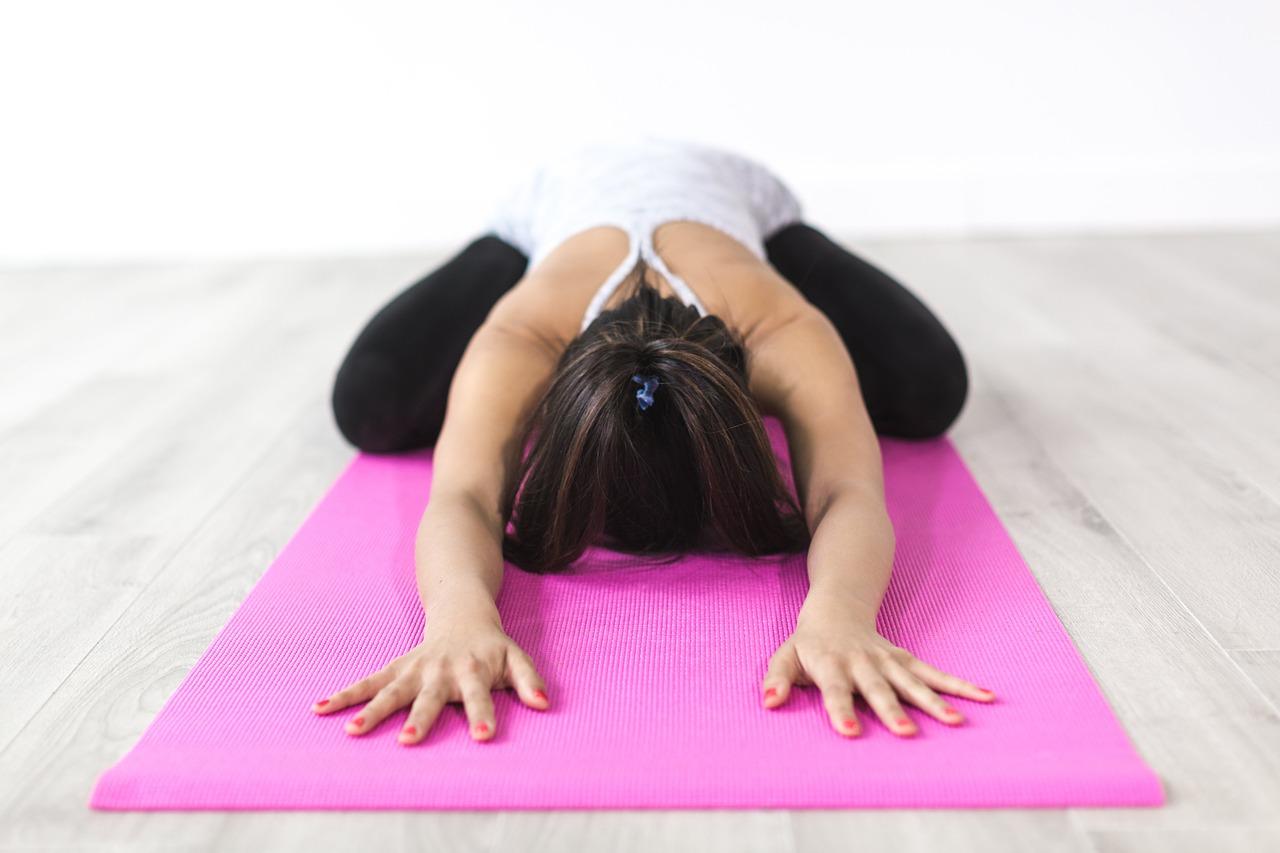 esercizi yoga per dormire bene