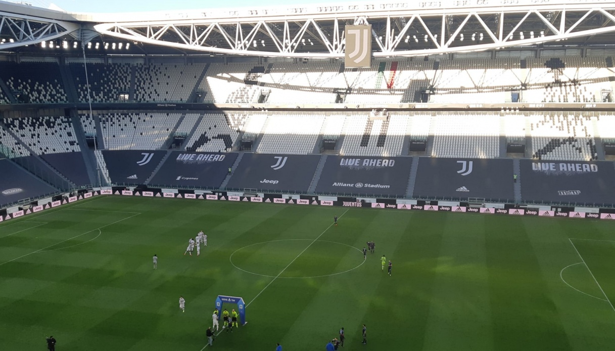Cristiano Ronaldo e la maglia gettata via: Pirlo chiarisce