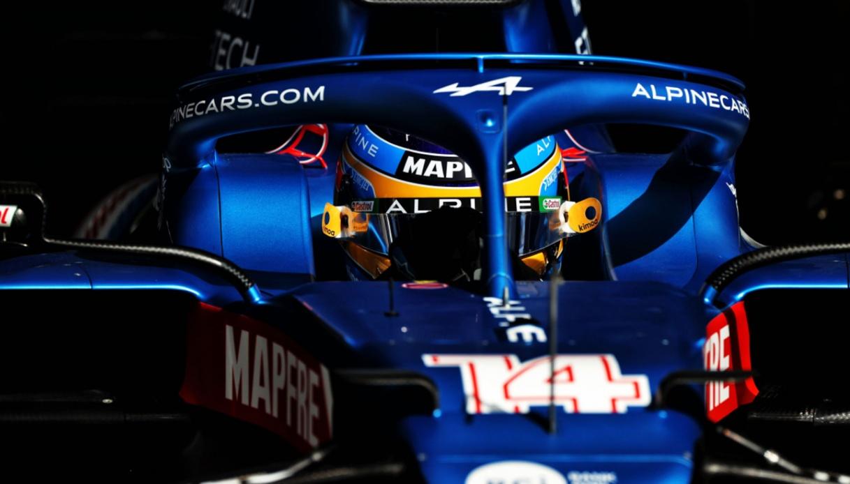 F1: Carlos Sainz difende Fernando Alonso dalle critiche