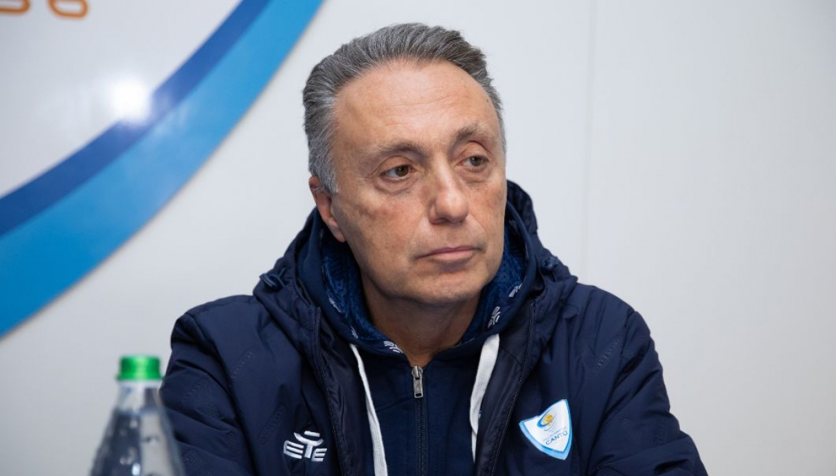 Piero Bucchi saluta Cantù