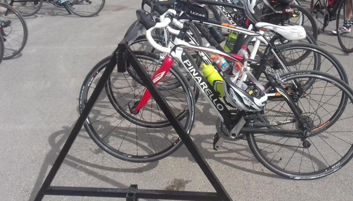 Tadej Pogacar prepara il Tour de France tra le strade di casa